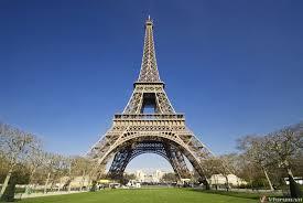 Chụp ảnh tháp Eiffel ban đêm trái phép có thể bị kiện ra toà