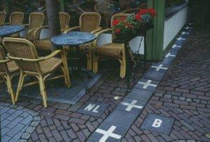 Thăm đường biên giới hoà bình nổi tiếng