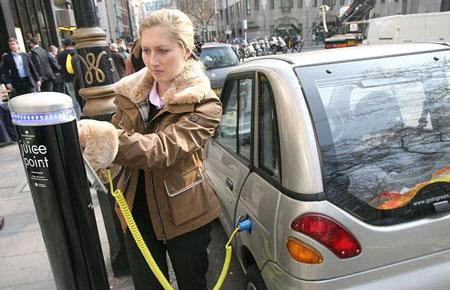 Nissan yêu cầu chính phủ Anh thêm biểu tượng trạm sạc điện vào bản đồ